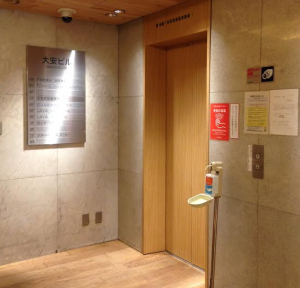 LAVA新宿東口店-入口-写真